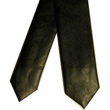 No renuncies a quien eres ni cuando tengas que llevar ropa formal. Tenemos la mejor selección de corbatas de cuero.