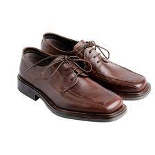 Los zapatos tienen un punto fetiche difícil de obviar y si además son de cuero se convierten en una pieza única en clase y elegancia.